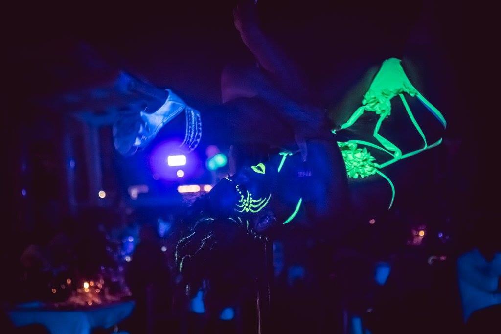 Affitto luci uv fluo per eventi e feste private fluo show